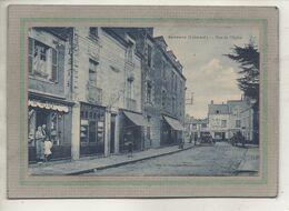 CPA -(44) SAVENAY - Aspect De L'Horlogerie Et De La Librairie-Papeterie De L'éditeur, Rue De L'Eglise Dans Les Années 20 - Savenay