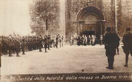 CARTOLINA MILITARE, SORTITA' DELLE AUTORITA' DALLA MESSA IN DUOMO 11-11-18 (ANIMATA) F/P - B/N - NON VIAGGIATA - LEGGI - Guerra 1914-18