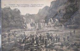 Indochine Vietnam Tonkin Region De Caobang Cascade De Ban Giot Passage Du Gué Par Une Compagnie De Tirailleurs Tonkinois - Viêt-Nam