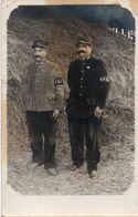 V7Mn  Carte Photo Militaire Soldats Du 145 Eme Regiment Brassards B 2° GC - Uniformi