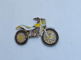Pin's MOTO 107 - Motorräder
