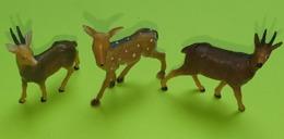 Lot 3 Figurines Jouet CHAMOIS FAON - Environ 5 X 5 Cm - Matière Plastique - Etat D'usage - Années 1970 - Figurines