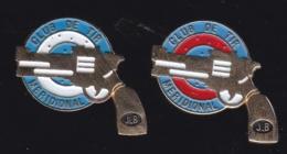 66231-Lot De 2 Pin's.Club De Tir Meridional Située à Marseille .Pistolet.Revolver. - Police