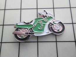 1620 Pin's Pins / Beau Et Rare / THEME : MOTOS / MOTO SPORTIVE VERTE ET BLANCHE A IDENTIFIER - Motorräder