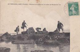 85-LA TRANCHE SUR MER PECHEURS DE CRABES SUR LE ROCHER - La Tranche Sur Mer