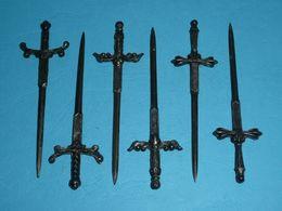 Rare Lot D'anciennes épées Miniatures En Métal Argenté, 3 Paires - Strumenti