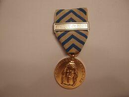 Médaille Décoration De Reconnaissance De La Nation Agrafe Afrique Du Nord - France