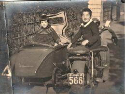 Rare Photo 16.5 X 12 Cm Jeunes Enfants Japonnais Dans Moto Side-car - Photos