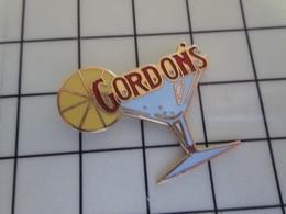 1720 Pin's Pins / Beau Et Rare / THEME : BOISSONS / GORDON'S GIN COCKTAIL RONDELLE CITRON - Beverages