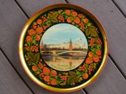 SOUVENIR RUSSIE MOSCOU ASSIETTE BOIS? PEINT A LA MAIN? NEUVE - Art Populaire
