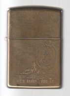 ZIPPO - U.S.S. BARRY  DDG-52 - Solide Brass, Année 1993  -  SB - 14 - Zippo