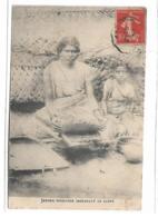 JEUNES INDIENNES PREPARANT LE CARRY - India