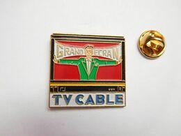 Beau Pin's , Média Télévision , TV Cable , Non Signé , Verso Quadrillé - Médias