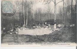 SAINT MARTIN DU TERTRE. CPA Voyagée En 1905 Lavandières Le Lavoir Des Belles Femmes - Saint-Martin-du-Tertre