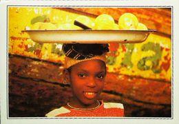 SIERRA LEONE - Village GODERICH - Jeune Fille ( Young Girl Bearing Fruits )   - Années 1980s - Sierra Leone