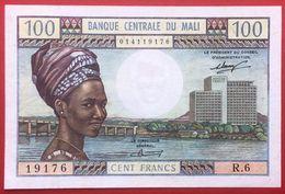 N°148 BILLET DE BANQUE DE 100 FRANCS DU MALI 1972/73 - Mali