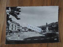SAINT CERE - PLACE DE LA REPUBLIQUE ET STATUE CANROBERT - VOITURES ANNEES 1950 1960 DS... - Saint-Céré