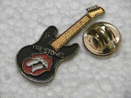 "Pin's - Instrument De Musique Guitare "" THE STONES "" - Musik"