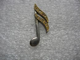Pin's Agenté Avec Des Brillants D'une Note De Musique. Décors De Vetements - Musik