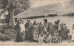 KENYA MISSIONS DES PERES DU SAINT ESPRIT ZANGUEBAR UN EVEQUE MISSIONNAIRE CHEZ LES LEPREUX - Kenya