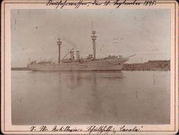! Altes Foto Auf Hartpappe, Artillerieschulschiff Carola, Kriegsmarine, Danzig Neufahrwasser, 1895, Format 9,3 X 12,2 Cm - Krieg