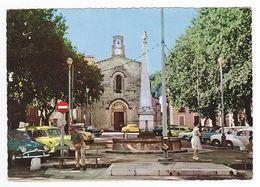 83 LE PRADET N°29 17 La Grande Place L'Eglise Voir ZOOM Renault Juva 4 Jaune 4CV Simca Aronde Ariane Citroën 2CV - Le Pradet
