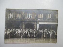 PARIS  - PAQUIN     -  PERSONNEL  ,  CLIENTS  ?   GRANDE  FOULE       CARTE-PHOTO          TTB - France