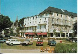 29. LOCQUIREC. L'HÔTEL DES BAINS. VOITURES (R6, R16...). 1984. - Locquirec