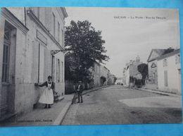 17 : SAUJON : LA POSTE , RUE Du TEMPLE , Animée , C.P.A.,en Bon état - Saujon