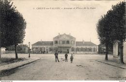 D60  CREPY- EN- VALOIS  Avenue Et Place De La Gare  ..... - Crepy En Valois