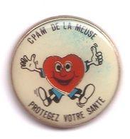 R330 Pin's Médical Protégez Votre Santé Cpam De La Meuse Cœur Don Du Sang ?? Achat Immédiat - Médical