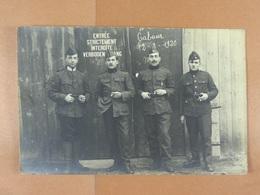 Groupe De Soldats Devant L'entrée De L'Hôpital De Cabour (Belgique) En 1920 - Personnages