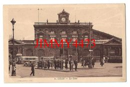CPA - LILLE 59 Nord En 1930 - La Gare ( Place Bien Animée ) N° 1 - Edit. A. Pollet & H. Victor à Lille - Lille