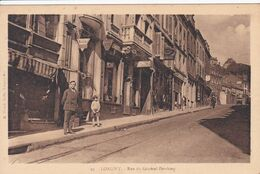 54 LONGWY Rue Du Général Pershing ,façade Pharmacie , Magasin Kodaks Photographe ,lumière ,avec Personnel - Longwy