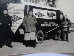 PHOTO ANCIENNE D'UN CAMION PUBLICITAIRE PEUGEOT POUR LES MACARONIS BRUSSON JEUNE 36 LE BLANC DES ANNEES 1950 / 1960 - Professions