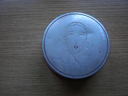 Old Tin Box Peche Powder Cosmetics - Boîtes/Coffrets