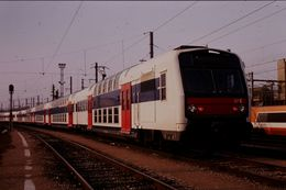 Photo Diapo Diapositive Slide Train Wagon Rame Banlieue SNCF Z2N 07C à Conflans Le 07/02/92 VOIR ZOOM - Diapositives (slides)
