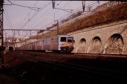 Photo Diapo Diapositive SlideTrain Wagon Rame Banlieue SNCF Z 5300 1ère & 2ème Cl à Conflans Le 21/02/92 VOIR ZOOM - Diapositives (slides)