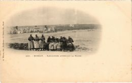 CPA Morgat- Sardinieres Attendant La Maree FRANCE (1026516) - Morgat