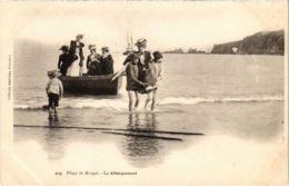 CPA Morgat- Le Debarquement FRANCE (1026518) - Morgat