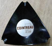 CENDRIER COINTREAU AVEC UN CUBE DE GLACE  / EDITE PAR MP THIERS FRANCE - Asbakken