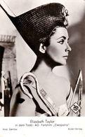 "CINEMA - SEXY / PIN-UP - ACTRICE : ELIZABETH TAYLOR - FILM "" CLEOPATRA "" - CARTE VRAIE PHOTO / REAL PHOTO ~ 1963 (af249) - Actors"