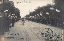 CUNEO .CARTE PHOTO  L ARRIVEE DU TOUR D ' ITALIE. GIRO  D'ITALIA LE 24 MAI 1914. - Cycling