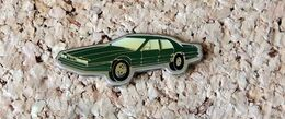 Pin's Aston Martin 1976 - Verni époxy - Fabricant CEC/ID PREMIER - Pin's & Anstecknadeln