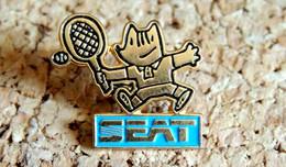 Pin's SEAT Tennis Des Jeux Olympiques Barcelone 1988 - Peint Cloisonné - Fabricant Inconnu - Pin's & Anstecknadeln