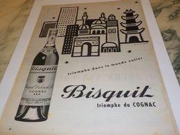 ANCIENNE  PUBLICITE TRIOMPHE DANS LE MONDE DU COGNAC   BISQUIT 1956 - Alcohols
