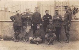 Cpa GROUPE D HOMMES EN UNIFORME - Régiments
