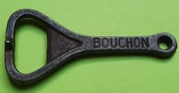 Ancien DÉCAPSULEUR - Publicité BOUCHON COURONNE - Métal -  Longueur Environ 8.5 Cm - Vers 1950 - Flaschenöffner
