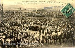 SEDAN FLOING JOURNÉE DU 1er SEPTEMBRE 1910 SUR LE PLATEAU LES TROUPES MASSÉES DEVANT LES BRAVES GENS DEVANT LES TRIBUN - Militaria