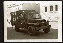 Photo 10,5 Cm X 7 Cm - Militaire - Jeep Croix-Rouge / Red-Cross - 2 Scans - Automobile